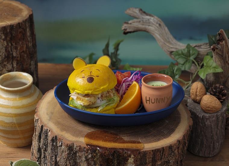 「プーさん」 不思議な夢の中のチキンバーガー 「プーさん」の寝ている顔が可愛い 蒸し鶏を挟んだヘルシーなバーガーは 付け合わせの枝豆ポタージュと一緒に 召し上がれ。 単品: ¥ 1,890 (税抜) プレート付き: ¥ 3,480 (税抜)