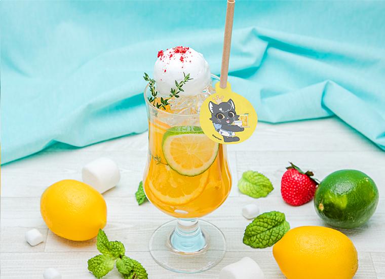オレンジ・ライムのソーダ オレンジベースのソーダに輪切りのオレンジとライム、レモンシャーベットがトッピングされたすっきりとしたドリンクです。 ¥ 900(税込¥990)